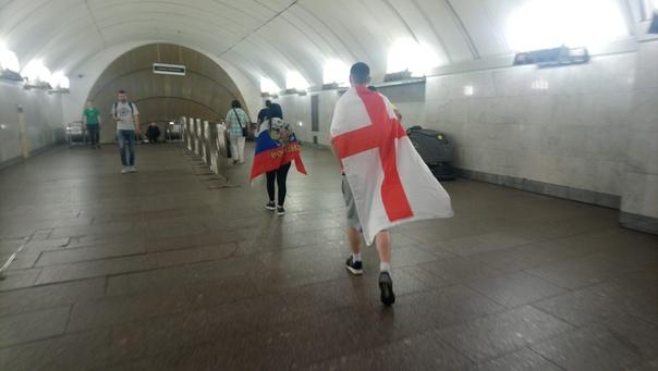 Английские болельщики носят свой флаг без пояснений чей это флаг  22 июня 2018