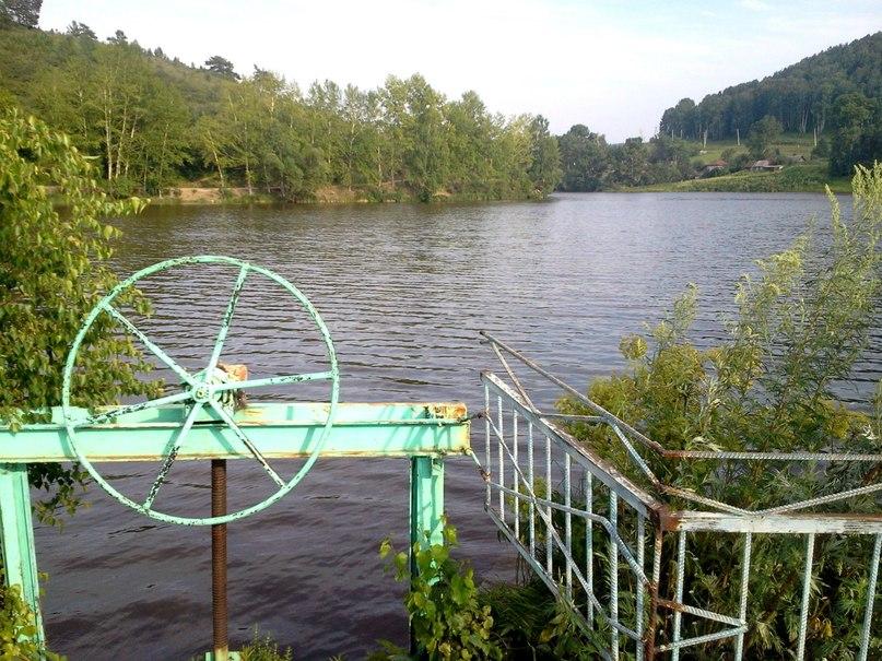 Упс! А это шлюз плотины Колыванского камнерезного завода - не открывать!