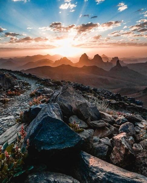 Красивейший восход солнца (Таманрассет, Алжир)