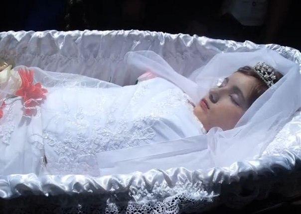 фото в гробу девушек