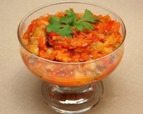 кабачковое лечо что нужно: кабачки или цукини - 3кгкрупных луковиц - 6штсладких болгарских перцев - 6штпомидор - 1кгдля маринада:томатный сок - 1 литрсоль - 1 ст. лсахар - 1,5 стуксус 9% - 0,5
