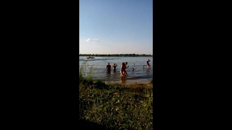 Берег озера: Водные забавы