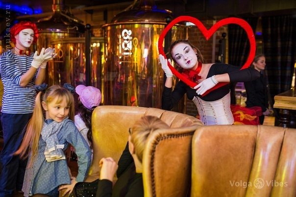мимы мим шоу аниматоры аниматор проведение детских праздников воздушные шары саратов купить воздушные шары в саратове оформление воздушными шарами фигуры из воздушных шаров саратов  энгельс  на детский праздник детский день рождения ребенка аквагрим бодиарт световое шоу неоновое шоу светодиодное шоу жонглер ходулист проведение мастерклассов кафе волга вайбс волга вибес файер фаер шоу огненное шоу организация мероприятий в саратове оформление мероприятий в саратове шоу-программа event шоу мыльных пузырей детские праздники саратов шоу мыльных пузырей мыльное шоу ходули ходулист
