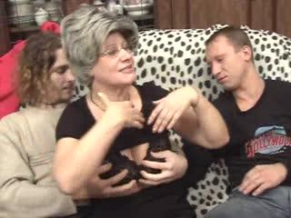 Два сына развлекаются со зрелой мамой | Порно секс Сочи (group, milf, инцест, incest, blowjob, russian, mom, son)full[10]