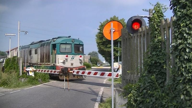 Spoorwegovergang Sannazzaro (I) Railroad crossing Passaggio a livello