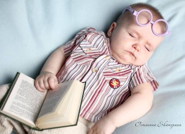 ДОКТОР КОМАРОВСКИЙ. 10 ПРАВИЛ, КОТОРЫЕ ПОМОГУТ УЛОЖИТЬ РЕБЕНКА БЕЗ ПРОБЛЕМ Вырастить одного-единственного ребенка и превратить выращивание в тяжкий труд, себя в мать-героиню, а жизнь семьи в подвиг совсем не сложно. Для этого всего-навсего надо не высыпаться. Поэтому поймите главное: здоровый детский сон — это такой сон, когда сладко и комфортно всем — и взрослым, и детям. Организация детского сна — это организация здорового сна всех членов семьи. 1. Расставьте приоритеты Семья счастлива и…