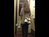 Колбасит девочку в метро!Бутират!