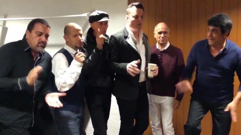 Backstage minutos antes del tercer... - Quinteto Britania Marc Martel