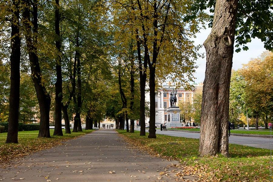 Кленовая аллея и памятник Петру I Санкт-Петербург экскурсия