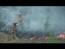 В Казани пожарные тушили траву за АЗС лопатами и веточкой 😱🔥