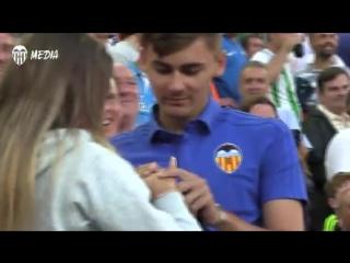 Российский болельщик сделал предложение своей девушке во время матча «Валенсии»