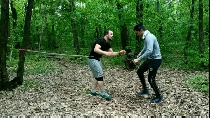 ⭕Зачастую спортсмены, занимающиеся единоборствами, используют борцовский жгут во время выполнения упражнений развивающих силу, в