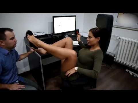 Avukat kızın ayakları izle