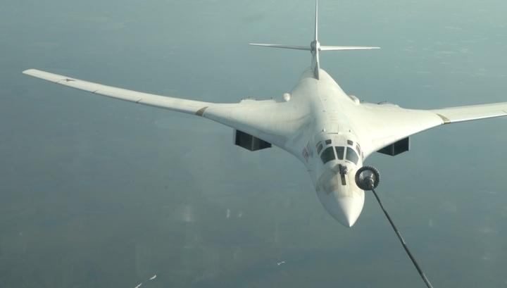 Вести.Ru: Учебный перелет российских стратегических бомбардировщиков. Видео Минобороны