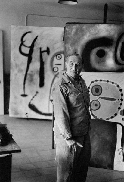 Анри́ Картье́-Брессо́н (фр. Henri Cartier-Bresson) (22 августа 1908  3 августа 2004)  французский фотограф, мастер реалистичной фотографии XX века, фотохудожник, отец фоторепортажа и фотожурналистики, представитель документальной фотографии