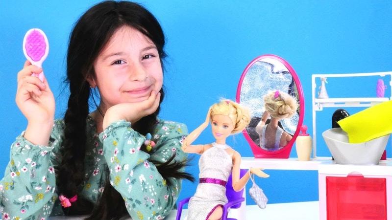 Barbie'nin saçı mahvolmuş Kuaförcülük oynuyoruz Evcilik oyunu