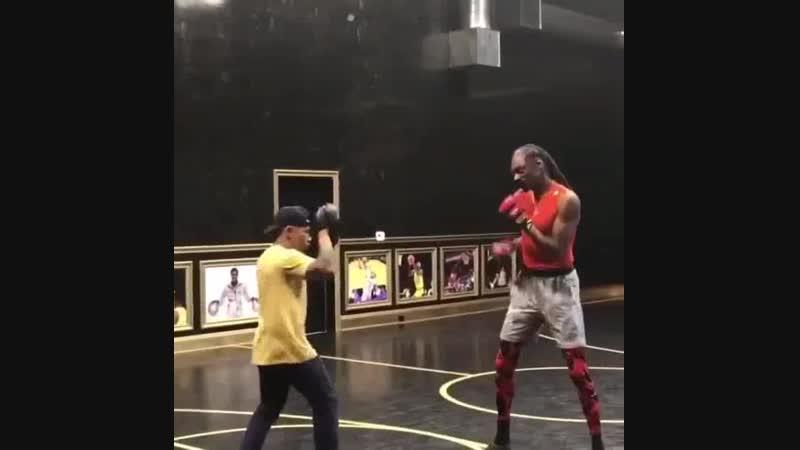 Мастер боевых искусств и киноактёр Эрни Рейес младший тренирует рэпера Снуп Догга