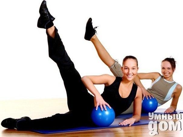 Помочь себе без лекарств. Растяжка зажатых мышц Спазмы, сжатие гладкой мускулатуры и сосудов - причина большинства головных болей, дискомфорта во время цикла у женщин, бессонницы или хронической усталости. Сжатие гладкой мускулатуры - процесс непроизвольный, он совершенно естествен, если за этим следует расслабление, но в условиях современной жизни напряжение имеет тенденцию накапливаться, и мало кто из нас умеет справляться с этим. Именно на снятие напряжения направлены эти простые техники,…
