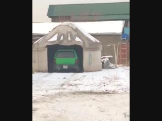 Житель Казахстана оборудовал юрту под гараж