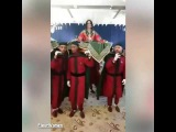 شاهد ايمان الباني بالاحمر تبهر الحضور في زفافها هي وزوجها مراد يلديريم فوق العما...