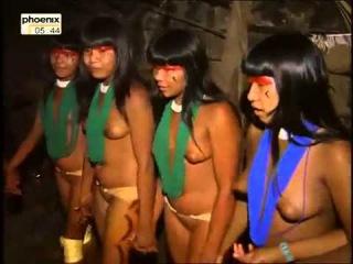 Rauchzeichen am Rio Xingu - Bei den Waldindianern Brasiliens - Verborgene Welten