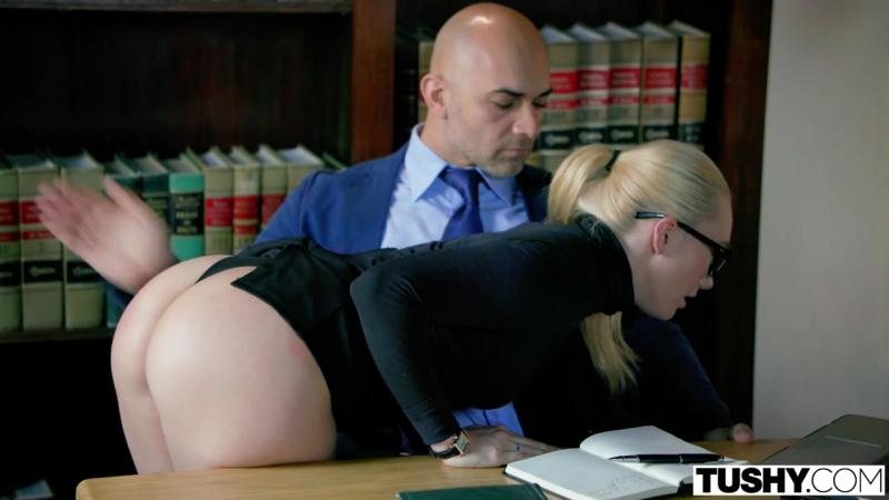 sekretarshu-nakazivaet-boss-foto-hhh-video-seks-na-parkovke