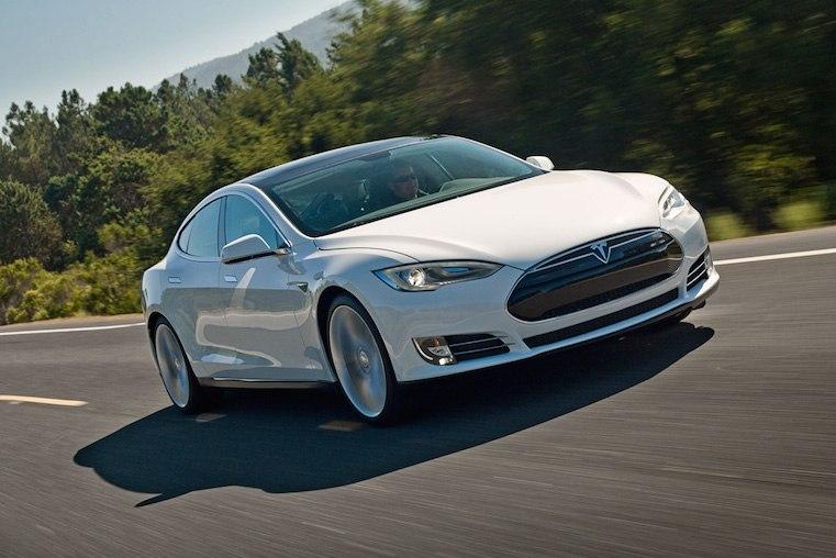 Тесла модифицирует 16000 автомобилей Model S
