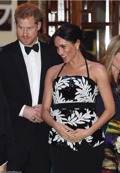 Новый светский выход: Меган Маркл и принц Гарри посетили театр в Лондоне