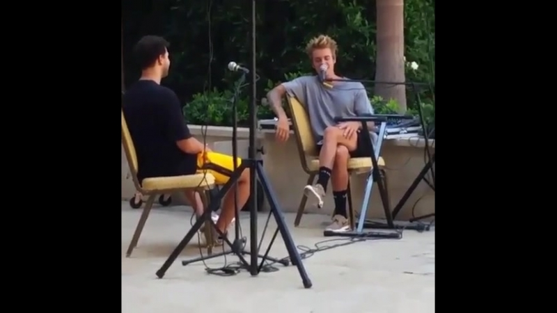 September 16, 2017 Newold fan taken video of Justin singing 'One Less Lonely Girl' at the Montage hotel in Beverly Hills, Cali