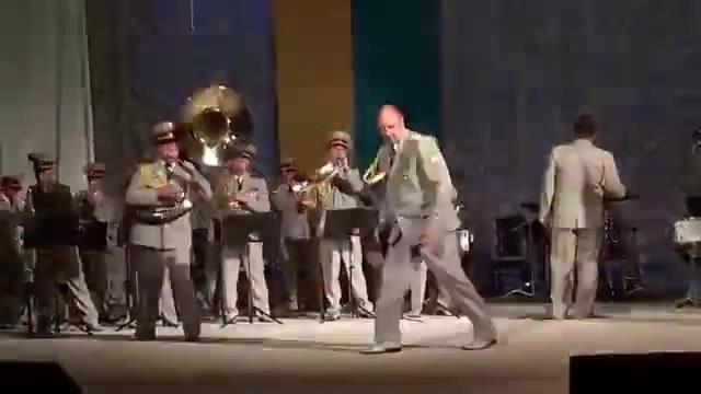 Dancing like a god (x6)