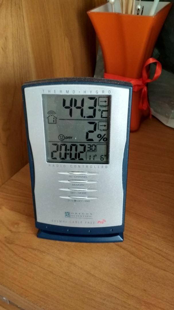 Брестчане показывают градусники за окном, и на многих - за сорок!