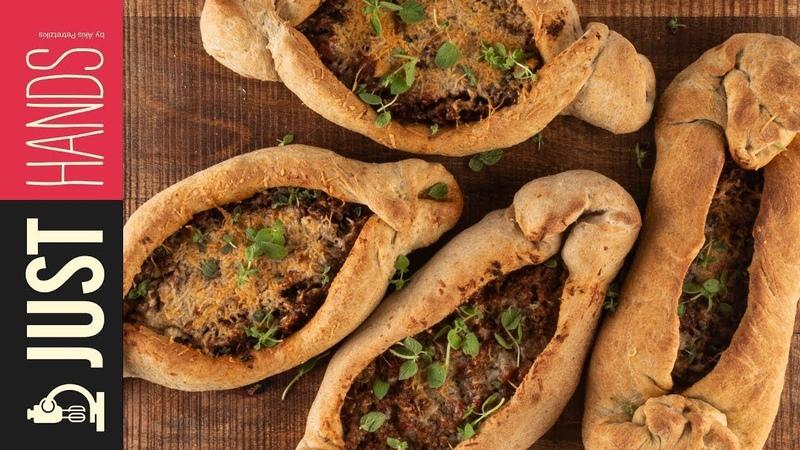 Ground beef pizza boats - Peinirli   Akis Kitchen