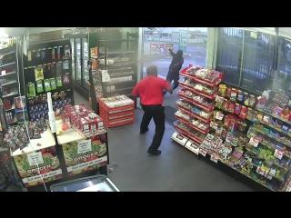 Работник АЗС остановил грабителей при помощи конфет
