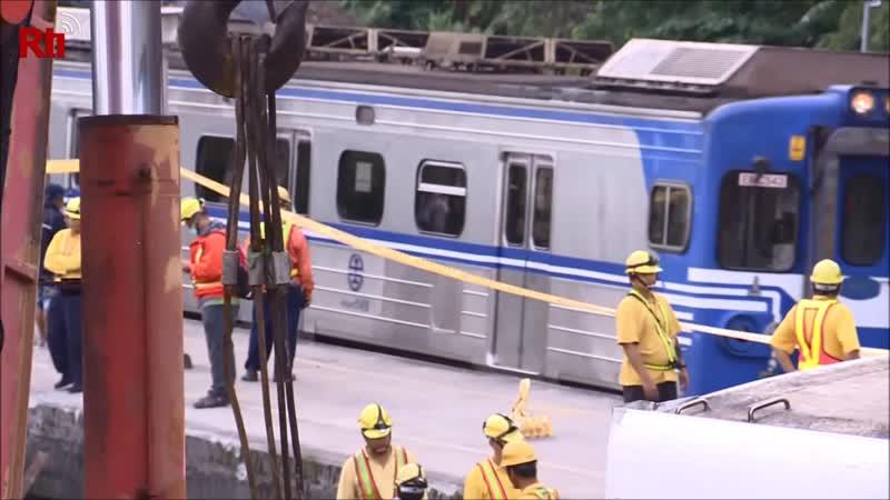 Тайваньские железнодорожники приступили к ремонту участка дороги после аварии