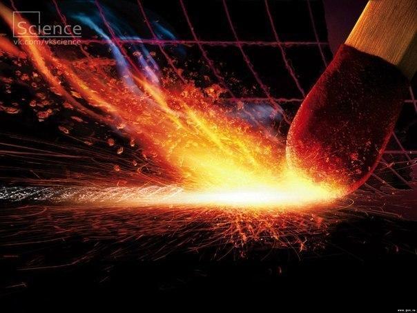 2004 год: актриса талия прокопио, в роли верховной жрицы, зажигает олимпийский огонь на том самом месте, где в далеком 776 году до нэ был зажжен огонь на открытии
