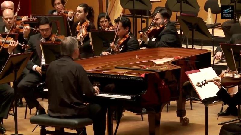 W. A. Mozart Piano Concerto No. 23 - Christian Zacharias - Sinfónica de Galicia