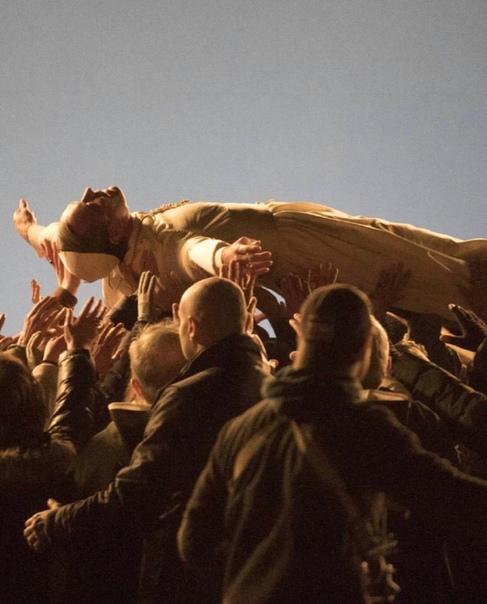 Джуд Лоу на фото со съёмок спин-оффа «Молодого Папы»