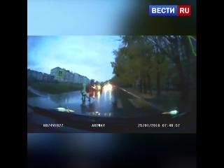Трех школьниц сбили на пешеходном переходе в Хабаровске