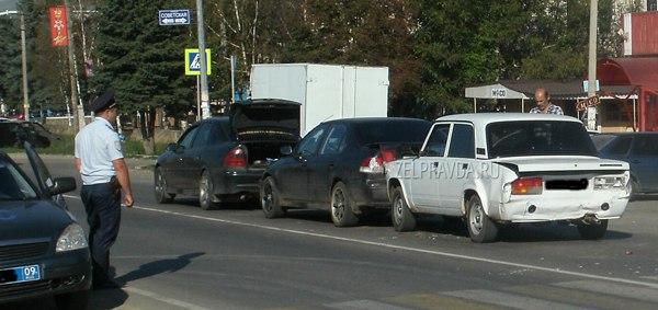 В станице Зеленчукской столкнулись 4 автомобиля