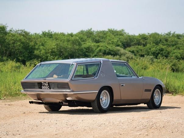 Серия фото автомобиля Ferrari 330 GT Shooting Brae Четырёх-местный спортивный автомобиль с кузовом шутинг-брэйк был создан в 1968-м году итальянской студией Vignale. Его разрабатывали по заказу