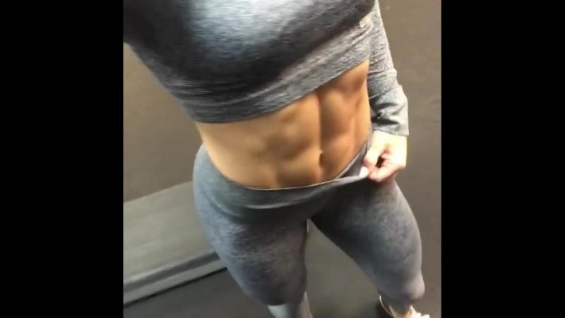 Lauren Findley abs