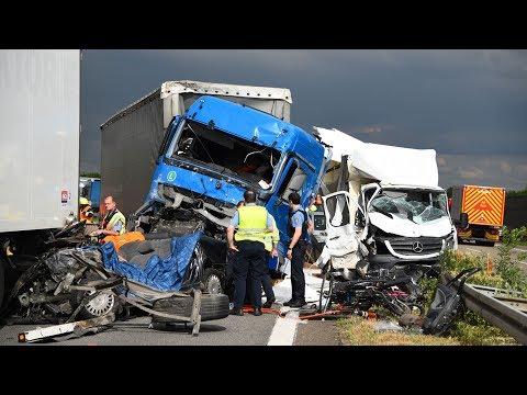 Autofahrt: Mit der LKW-Gefahr unterwegs
