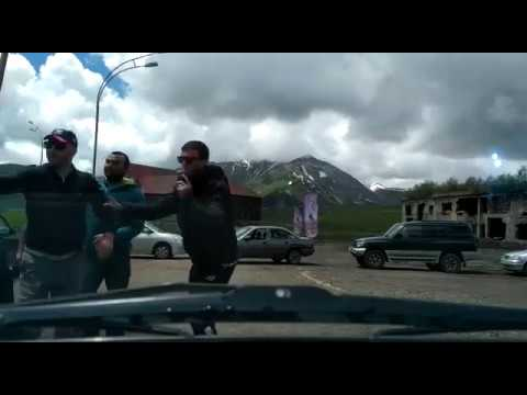 Драка в Гудаури, Грузия . Нападение на пилота из России , конфликт парапланериста