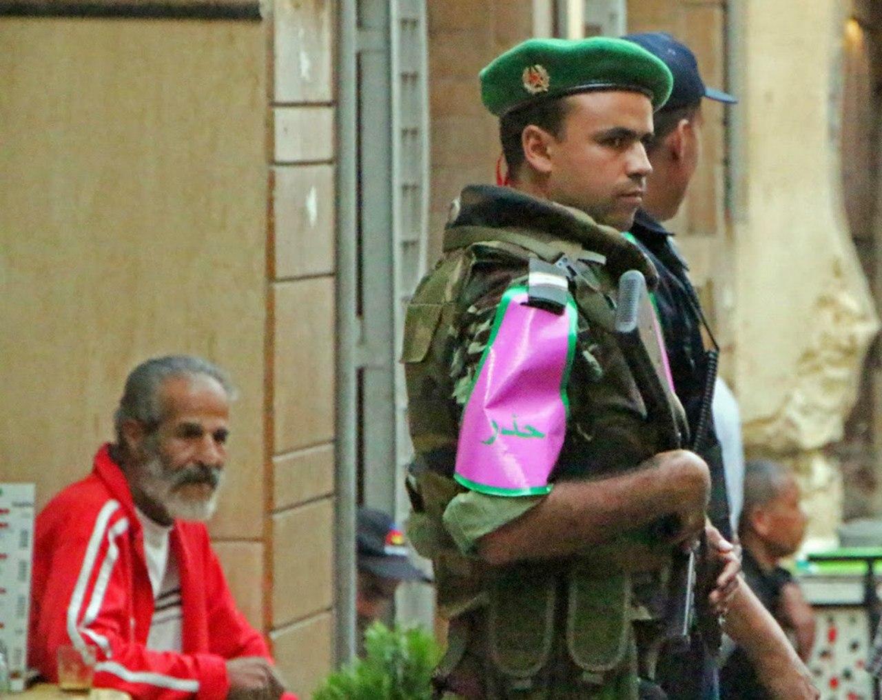 Photos de nos soldats et des Bases Marocaines - Page 2 J9OYO3puhMs