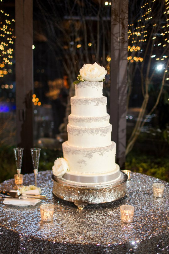 04j3Ci9T5SQ - Золотые и серебряные свадебные торты 2016 (70 фото)