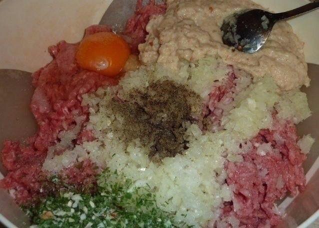 Мясной рулет «Голубец» в сливочном соусе. Ингредиенты: 750 г