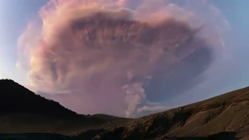 Super-charged volcanic ash cloud in Patagonia sparks dramatic lightning