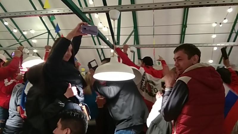 Перуанские болельщики после матча Россия - Египет