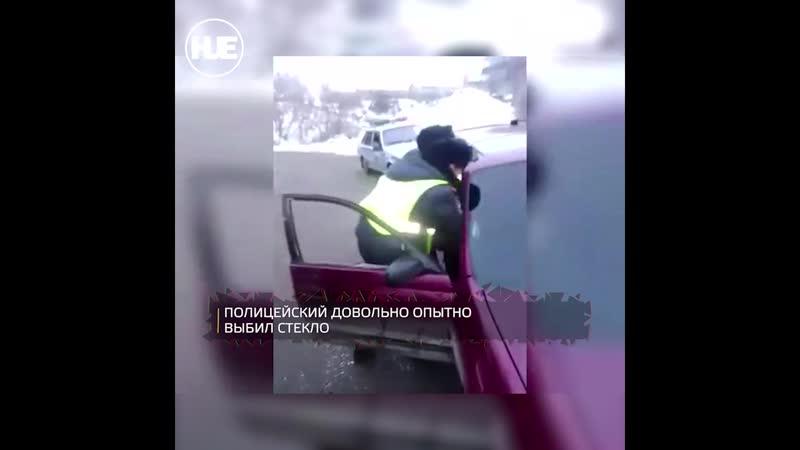В Иркутске патрульным пришлось силой извлекать пьяного водителя из машины
