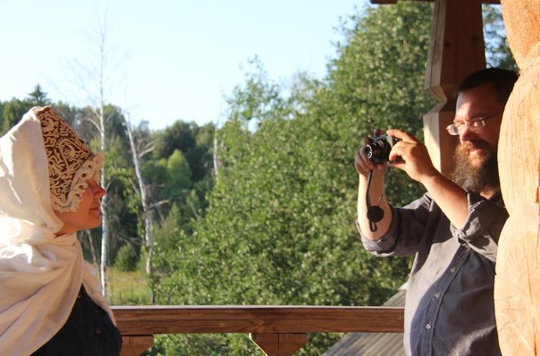 Герман с женой Аленой у себя в селе.